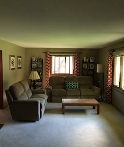 2 Private Rooms in Golden Valley 15min to Downtown - Minneapolis