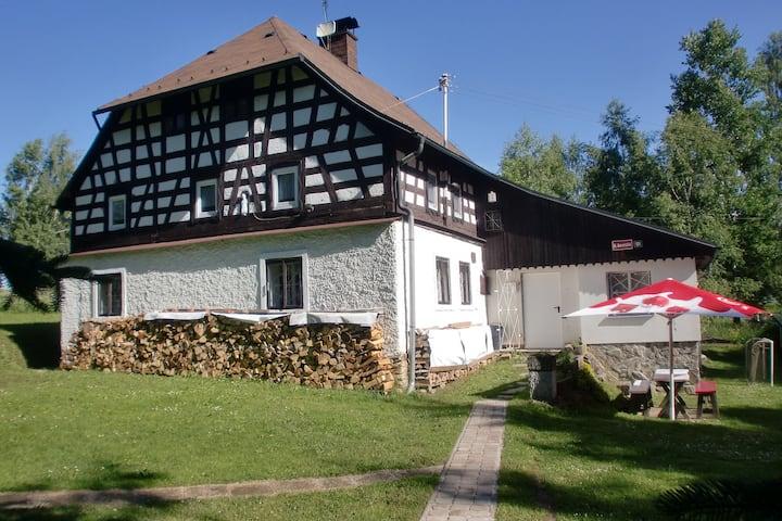 Casa vacanze caratteristica a Jindřichovice vicino al bosco