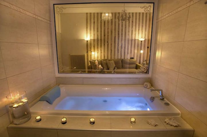 Luxury Suite with Jacuzzi and Sea View - Larisa - Bed & Breakfast