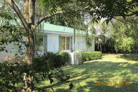 Comfortable Cottage in Historic Granville. - Granville - House