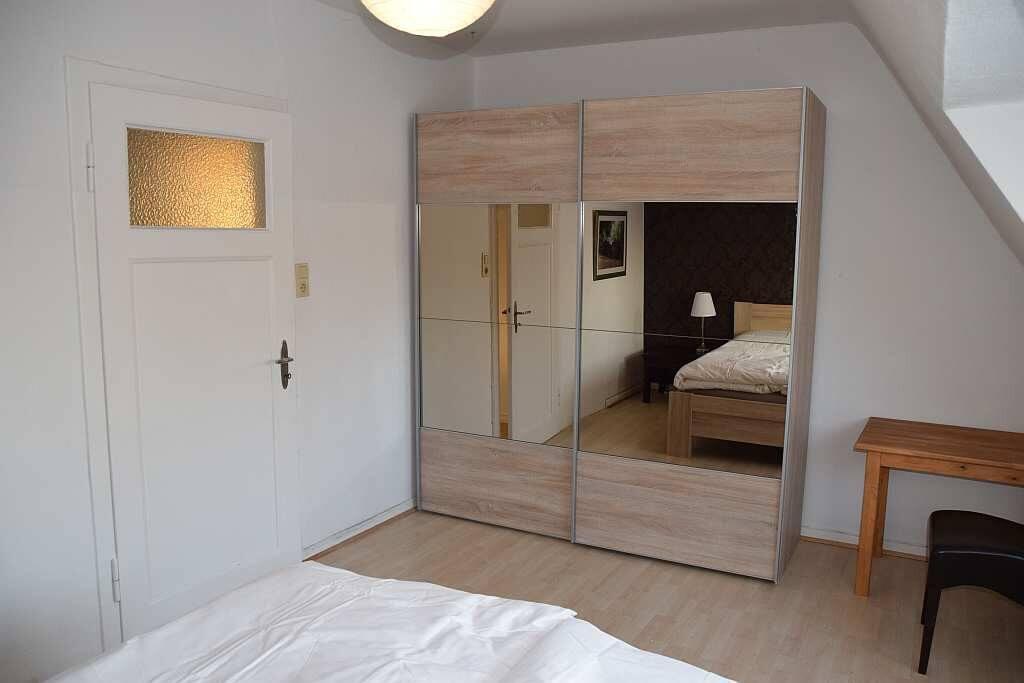 Zimmer 1 Kleiderschrank