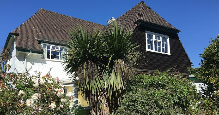 Sidmouth: self-contained twin room, quiet location