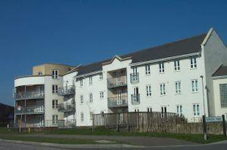 Modern and pretty 2 bedroom ground floor apartment - Bicester - Rumah
