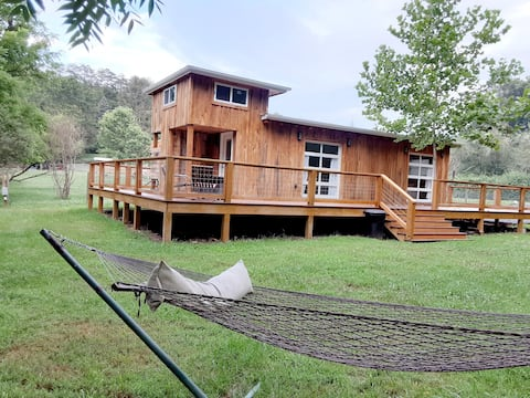 BigTiny Home w/ Alpaca-15 minutes from Asheville!