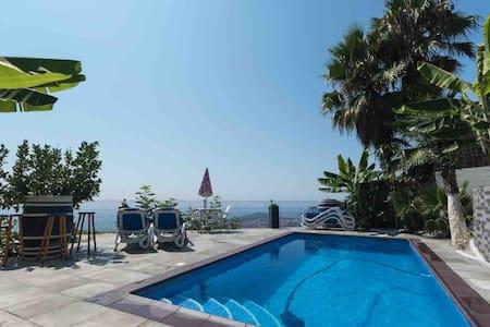 Villa beau vues LLoret de Mar, piscina prive, bbq