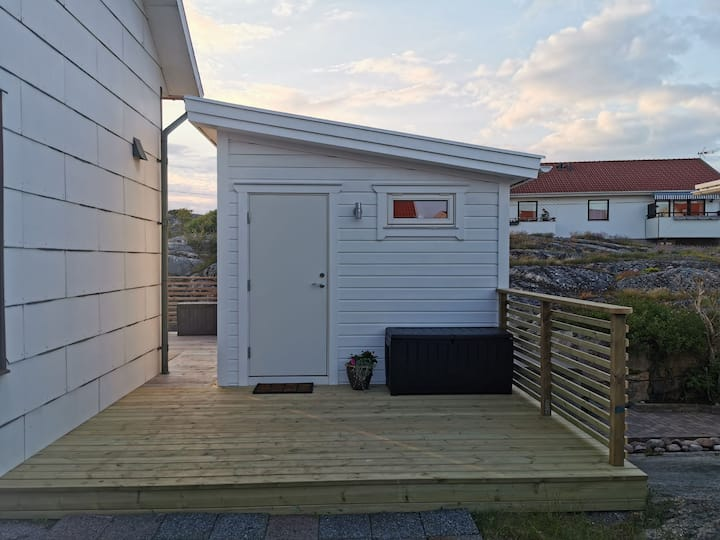 Nybyggd stuga nära havet På Smögen