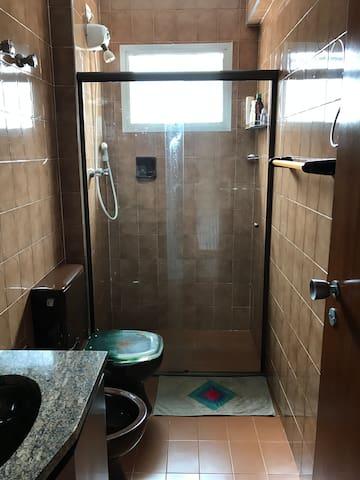 Banheiro 1 (suíte)