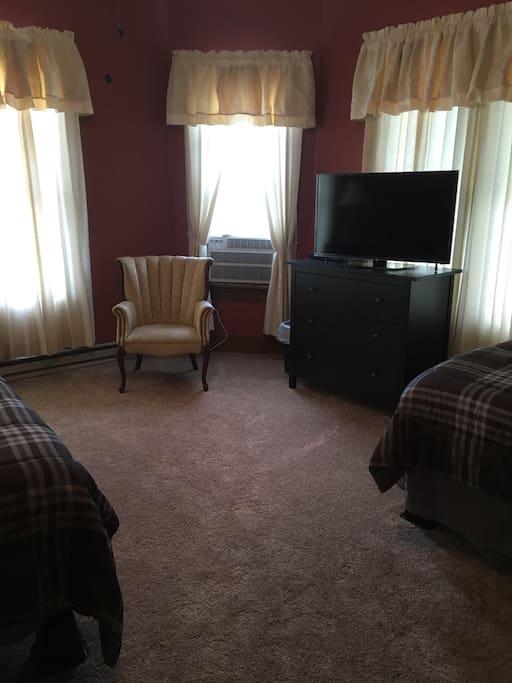 Tv, dresser, fridge/freezer, two queen beds