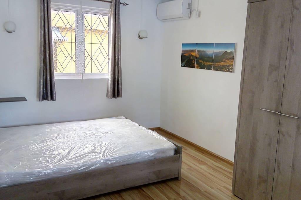 Main Room w/AC