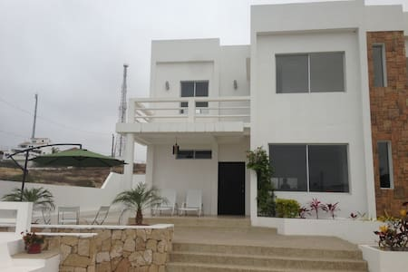 3 Bedroom beach house w/pool - Punta Blanca - Ház
