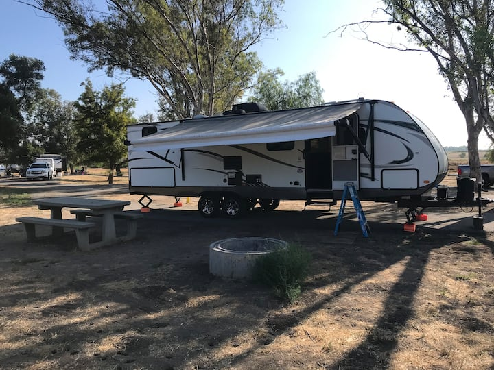 Rv/Igo travel trailer camping in SoCal delivery