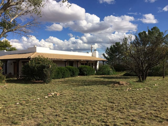 Private Santa Fe style Ranch House - Hereford