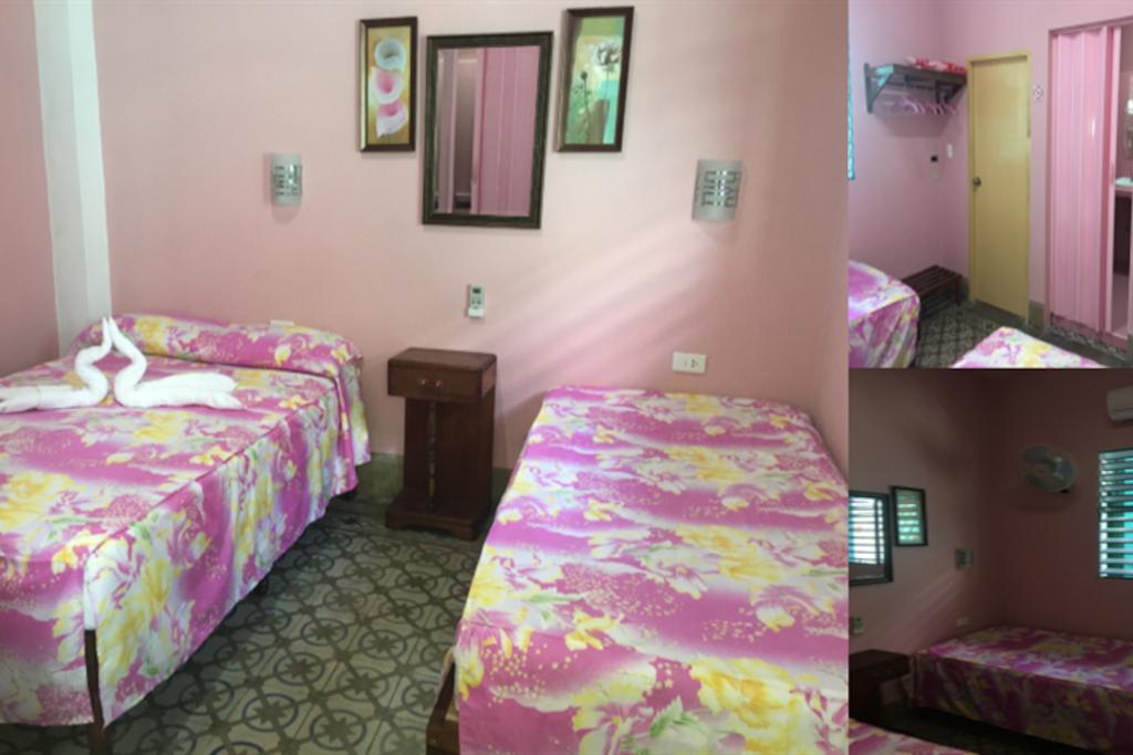 Pink Room, capacidad para 3 personas, 1 cama Matrimonial y 1 cama personal