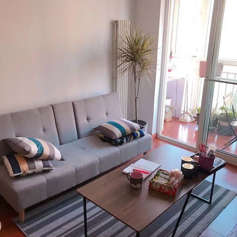 这是客厅,沙发是沙发床