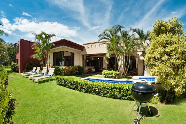 Villa La Costa-Beach Front Luxury w/ Private Pool! - Playa Hermosa - Huis