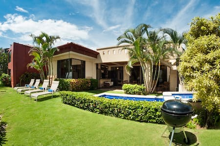 Villa La Costa-Beach Front Luxury w/ Private Pool! - Playa Hermosa