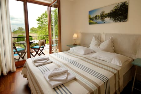 Lakeside double room with balcony