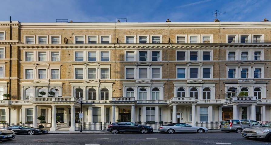 South Kensington two bedroom apt
