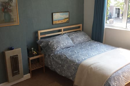 Welcoming, Spacious, Comfortable Home (Blue Room) - Templeogue
