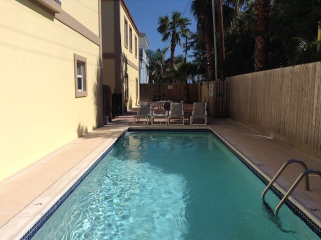 2 Bedroom Condo, Pompano Lovely SPI