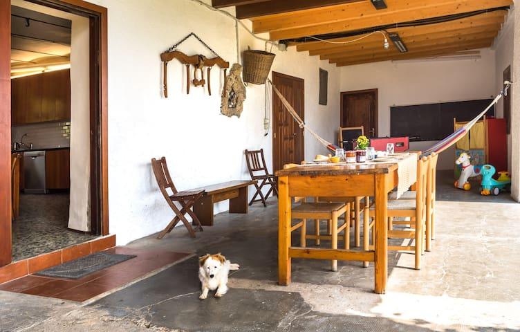 il portico - the front porch