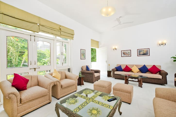 Stylish, Laidback living in GK-II - New Delhi - House