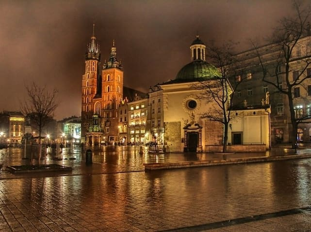 Another take of the Main Market Square at night - (c) by Fanpop