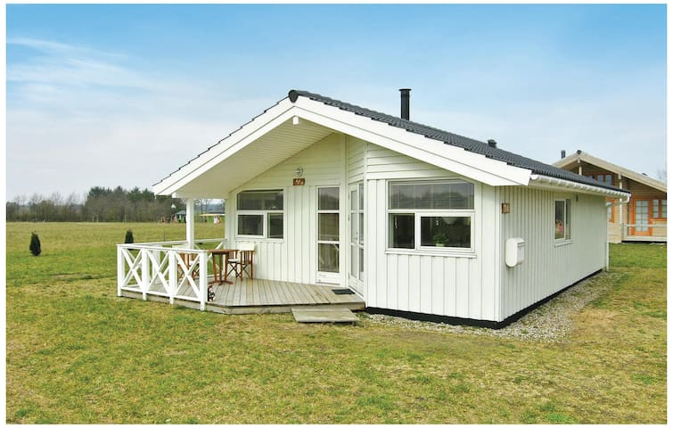 Holiday cottage with 3 bedrooms on 72 m² in Hovborg