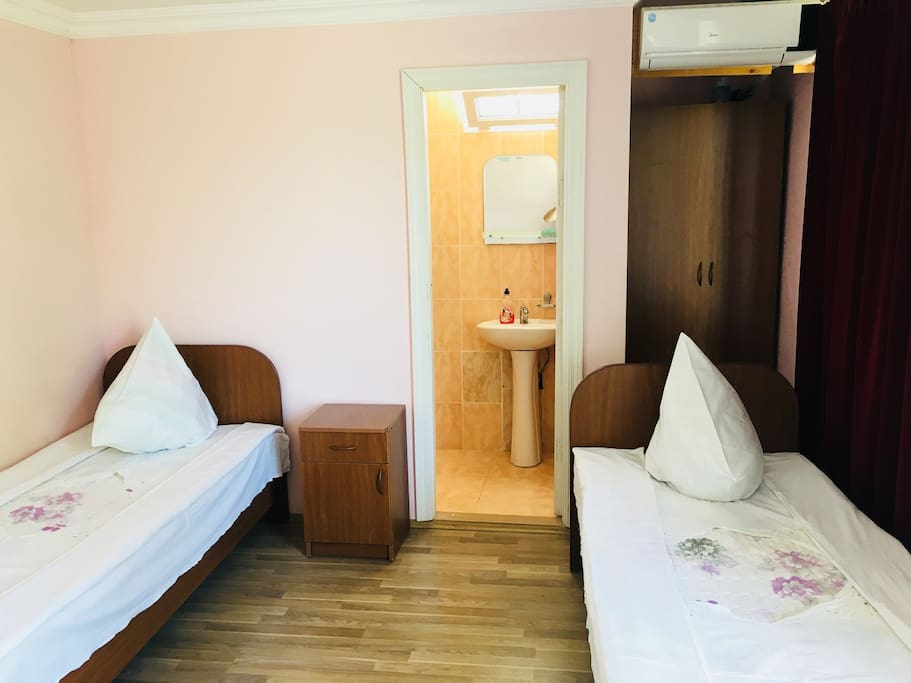3 place room