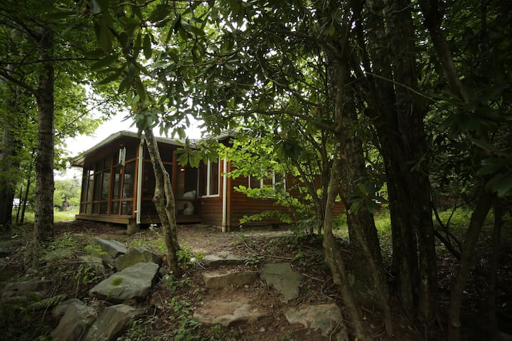 Beautiful & cozy forest surrounded Catskills home - Grahamsville - Dům