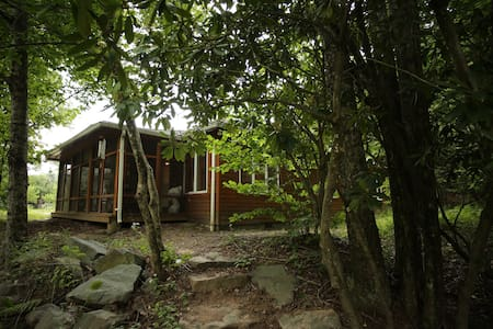 Beautiful & cozy forest surrounded Catskills home - Grahamsville - House