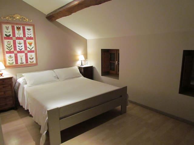 chambre dans ancienne ferme rénovée - Sandrans - Apartment