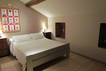 chambre dans ancienne ferme rénovée - Sandrans