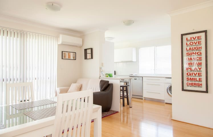 Stylish 2 Bedroom Unit - WiFi Phone Netflix AirCon - 모닝사이드(Morningside) - 아파트