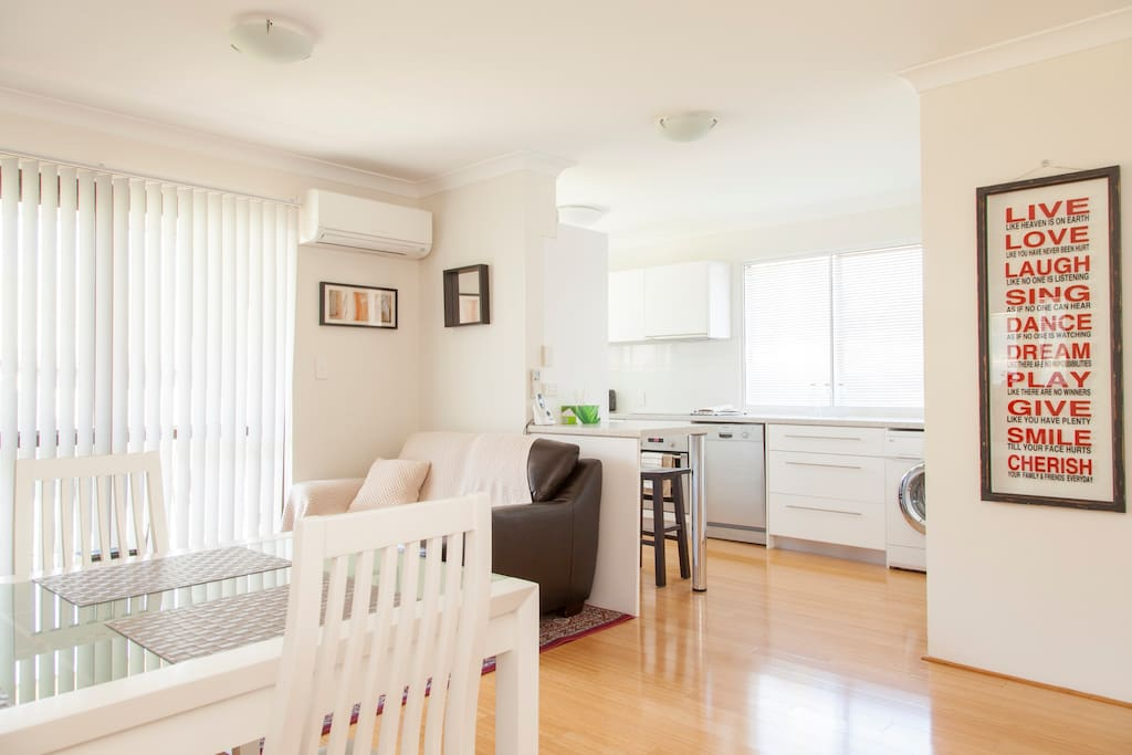 Stylish 2 Bedroom Unit Wifi Phone Netflix Aircon Flats For Rent In Morningside Queensland