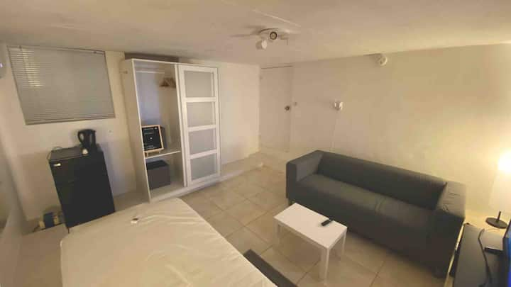 Luxury Modern Studio near the Beach w/Netflix & AC