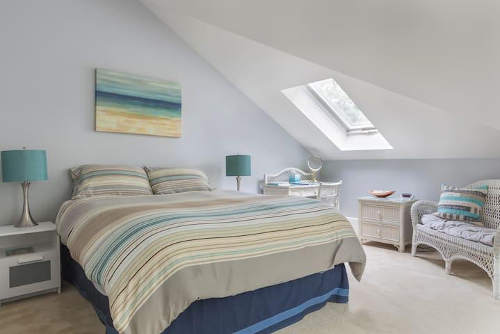 Bedroom 1- Queen and Full bed- sleeps 2-4.