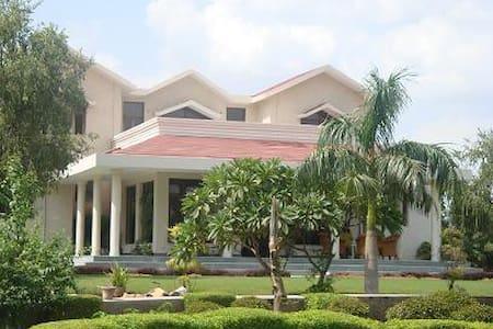 Farm Luxury in the Aravali Hills - Gurgaon - Villa