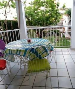 Apartamento en planta baja con jardín privado - Almardá