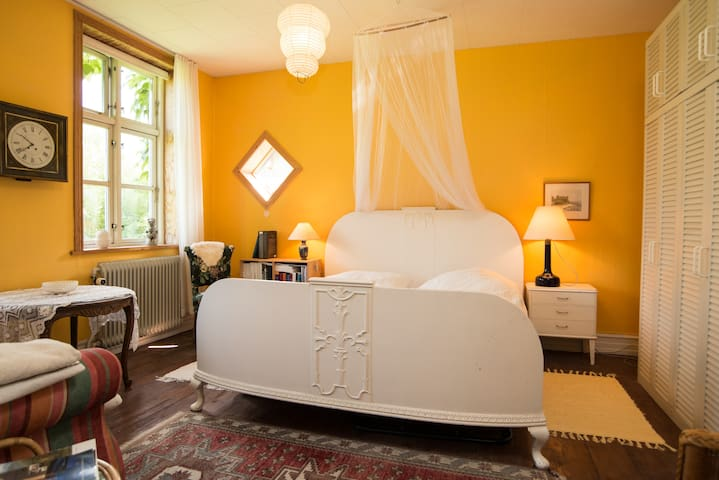 Den Gamle Skole (#2, yellow room) - Bedsted Thy - Bed & Breakfast