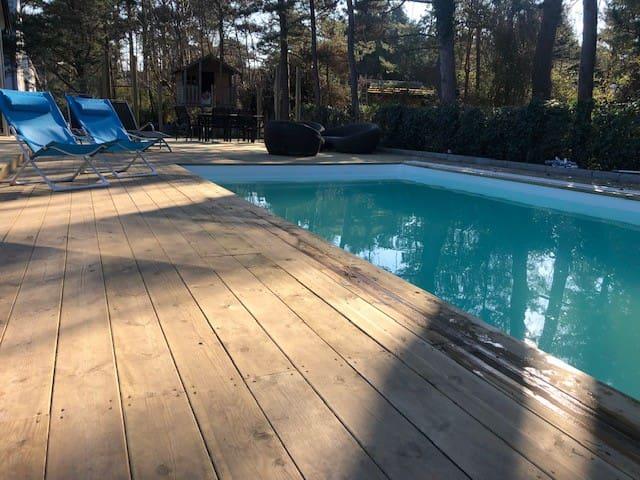 Villa med pool uthyres i Ljunghusen