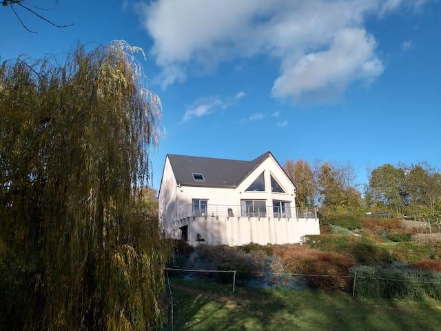 Maison avec vue et proche de la voie verte.