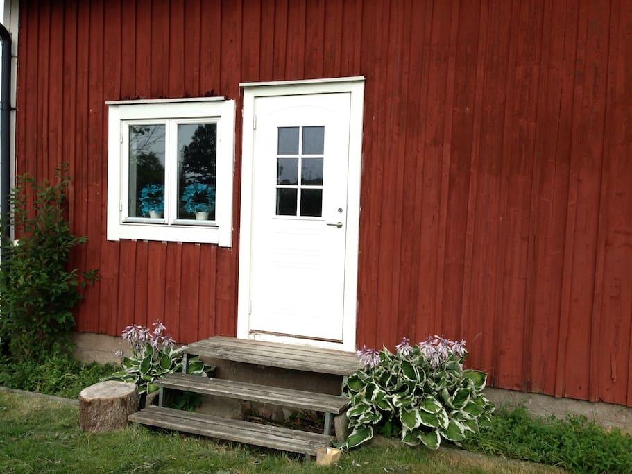 Separat boende i uthus på gården.