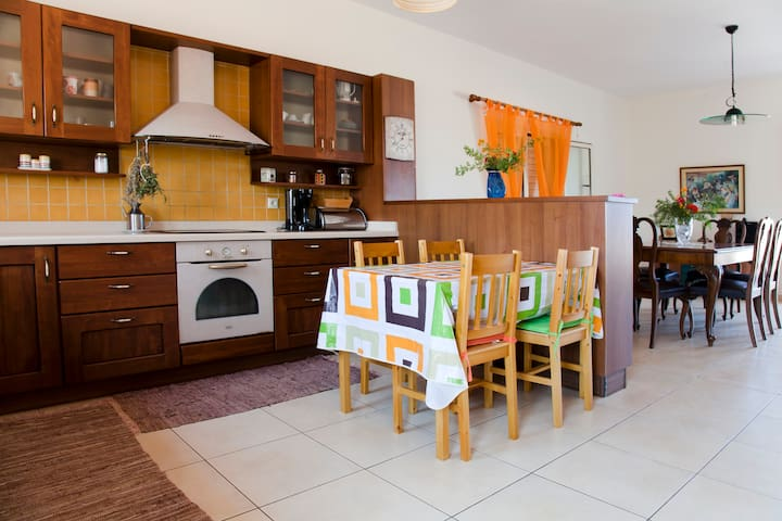CASA EVRIALI, 100m FROM THE BEACH - Heraklion - Huis