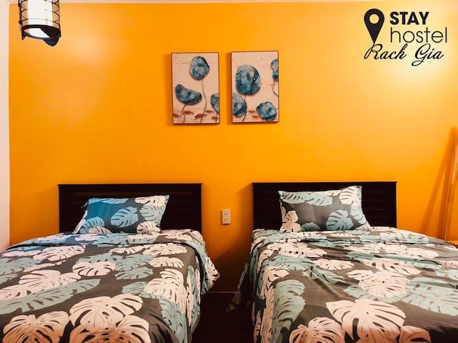 Twin room@STAYhostel/ferry300m/supermarket/laundry