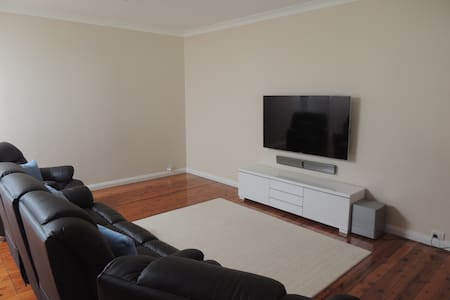 Private room in a newly renovated house. - North Ryde - Haus