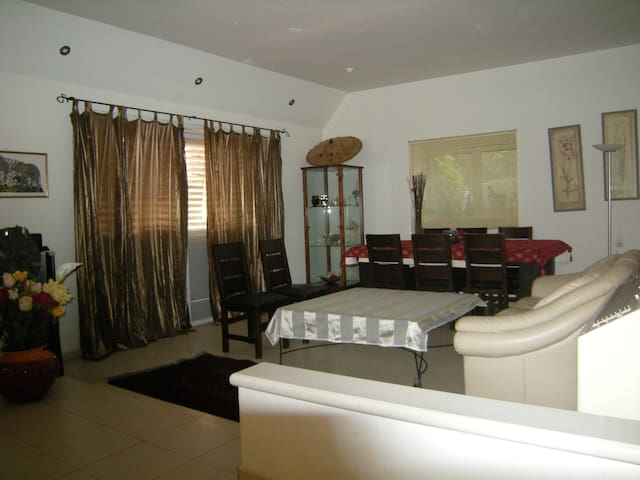 Private villa in Kfar Shmaryhu - Kfar Shmaryahu - Haus