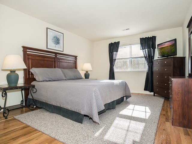 3 BR 2 BA with parking & wifi (32)