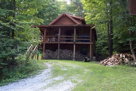 Log Cabin@ Lake Ninevah w/ beach, canoes & kayaks