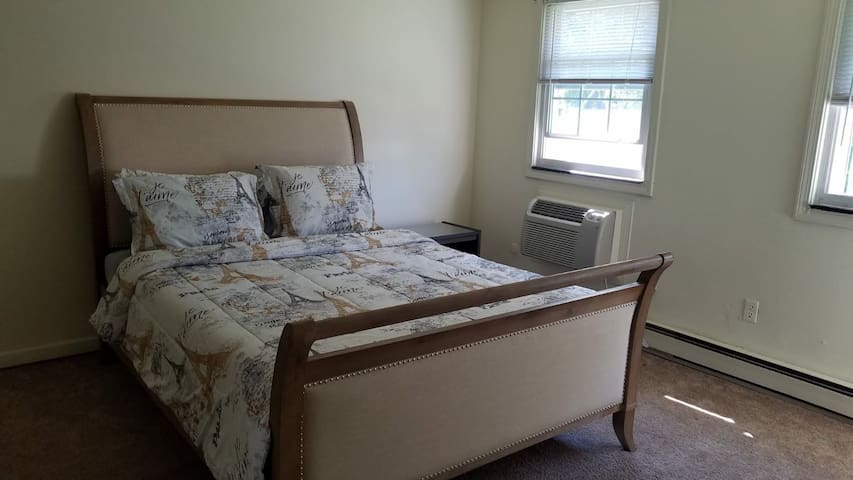Nice Condo ! Belle Residence ! Amherst,MA !! Room1